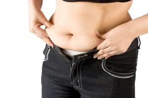 pancia-gonfia-grasso-addominale-donna